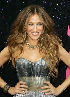 Actress Sarah Jessica Parker Is 51 Sarah Jessica Parker Haare, Sarah Jessica Parker Lovely, Estilo Hippie Chic, Long Wavy Hair, Dream Hair, Celebs, Celebrities, New Hair, Hair Inspiration