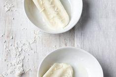 O iogurte grego natural está na lista dos alimentos liberados para quem restringe o glúten, sabia? Hora de matar a vontade de sorvete – sem medo! Healthy Dishes, Healthy Cooking, Healthy Recipes, Healthy Food, Kefir, Coconut Flakes, Glass Of Milk, Smoothies, Spices
