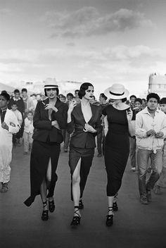 VOGUE PARIS - NUITS D'ORIENT - Helena Christensen, Kristen McMenamy & Petra Lindblad, Marrakesh, 1990 - Peter Lindbergh