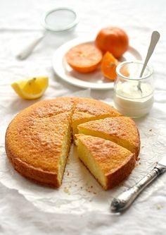 Цитрусовый пирог, миндальные кексы и печенье на сгущенном молоке...