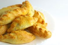 Kibinai (Lithuanian pasties) recipe in Lithuanian kasuvalgyti. Lithuanian Recipes, Ukrainian Recipes, Lithuania Food, Gourmet Recipes, Snack Recipes, Good Food, Yummy Food, Tasty, Savory Pastry