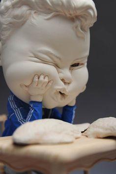 A l'occasion de sa première exposition solo à Singapour, intitulée Inner Child, je vous propose de découvrir les dernières créations en céramique de l'ar