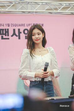 Find BlackPink Clothes, KPOP Shirts & KPOP Blouses for an affordable price Blackpink Jennie, Blackpink Airport Fashion, Airport Style, Blackpink Outfits, Korean Outfits, Blackpink Fashion, Korean Fashion, Jenny Kim, Black Pink