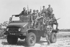 Portuguese soldiers on patrol in Africa - Colonial War 1961/74