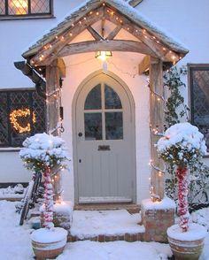 Super home decored rustic farmhouse front porches 15 ideas Cottage Front Doors, Oak Front Door, Front Door Porch, Cottage Porch, Porch Doors, Cottage Exterior, Door Canopy Cottage, Rustic Exterior, House Front Door