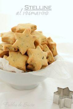 Biscotti salati al rosmarino, piccoli biscottini salati fanno subito festa. Ideali per accompagnare l'aperitivo. sono come le ciliegie uno tira l'altro.