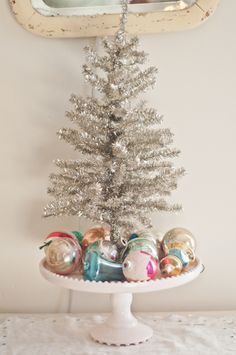 Tinsel tree on cake stand vintage ornaments -voila ! Small Christmas Trees, Noel Christmas, Merry Little Christmas, Vintage Christmas Ornaments, Pink Christmas, Beautiful Christmas, Vintage Christmas Decorating, Silver Tinsel Christmas Tree, Retro Christmas Decorations