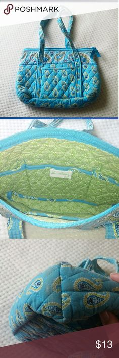 "VERA BRADLEY Bermuda Blue Paisley SHOULDER BAG Vera Bradley Shoulder bag Size: 6 pockets interior 1 pocket exterior Length is 10"" Width 3"" Height 8"" Strap height 7"" Condition : Good (light discoloration on bottom corners) scratch in photo 4 very small but there. Beautiful TURQUOISE Blue & Bright Green Paisely Print Vera Bradley ❤ If you have any other questions feel free to ask  5 likes gets a price drop otherwise send me an offer :) I accept most!!!  Ships 4x a week  My names kimi :) enjoy…"