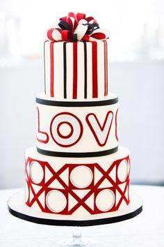 Valentine's Day is perhaps one of the most romantic holidays ever, and if you decided to have a Valentine's Day-themed wedding, it's just rapture! Love is sweet, and today I'd like to tell of Valentine's Day wedding cakes, which are not only delicious. Black And White Wedding Cake, Wedding Cake Red, Themed Wedding Cakes, Beautiful Wedding Cakes, Wedding Cupcakes, Themed Cakes, Wedding Cake Toppers, Beautiful Cakes, Amazing Cakes