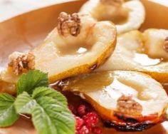 Poires brûle-graisse rôties au miel et aux noix Croq'Kilos : http://www.fourchette-et-bikini.fr/recettes/recettes-minceur/poires-brule-graisse-roties-au-miel-et-aux-noix-croqkilos.html
