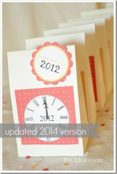 New Years Eve 2014 Countdown Activity Bags! Free Printables and instructions   theidearoom.net