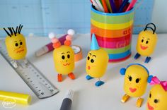 ThePopCase_Kinder_Kids Egg Crafts, Home Crafts, Diy And Crafts, Crafts For Kids, Plastic Bottle House, Recycled Art Projects, Little Girls, Easy Diy, Projects To Try