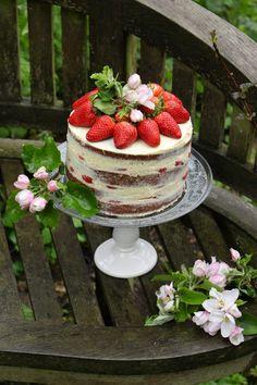 Hier kommt das Rezept für meinen Naked Cake :) Auf meiner Liste von Sachen, die ich unbedingt einmal nachbacken möchte stehen sooo viele... (Cool Desserts Baking)