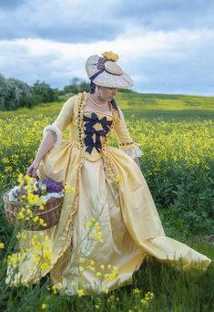 18th century inspired bridal frock in silk taffeta - by Prior Attire. photo - Pitcheresque Imagery