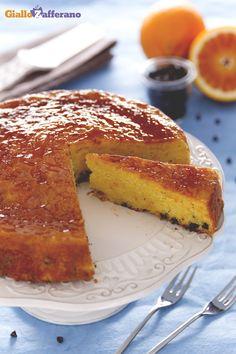 La particolarità del pan d'arancio (whole orange cake), molto rapido da preparare, è che gli ingredienti vengono frullati tutti contemporaneamente nel mixer. #ricetta #GialloZafferano #arancia #italianfood #italianrecipe