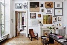 I'm not usually one to jump on ultra-mod interiors, but at first sight of Laurence and Patrick Seguin's Paris home featured in Architectura...
