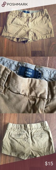 J. Crew Classic Chino Shorts Size 2 J.Crew classic chino fit gives an effortlessly chic summer vibe. 2 front pockets, 1 real and 1 faux pocket in back. Adorable, classic summer staple! Fit true to j.crew sizing. J. Crew Shorts Jean Shorts
