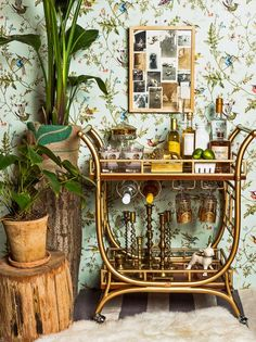 You don't have a big bar at home or space for a bar? Create one with a stylish bar cart. Just in time for holiday entertaining PLUS some great ones on sale. Brass Bar Cart, Gold Bar Cart, Bar Cart Decor, Bar Cart Styling, Styling Tips, Mini Bars, Bar Design, House Design, Design Ideas