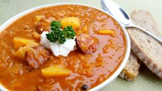 DOMA navařeno: Zelńačka z jednoho hrnce Cheeseburger Chowder, Thai Red Curry, Soup, Ethnic Recipes, Red Peppers, Soups, Chowder