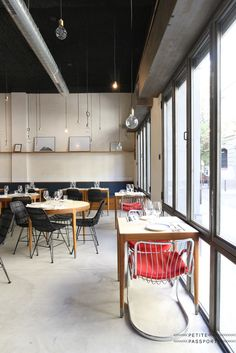 In a quiet street in between Federal Cafe and Taranna Lando recently opened its doors. A restaurant in a former garage with huge windows and a beautiful interior. Four friends run the place where they invite guests to try a lunch or dinner. With only...