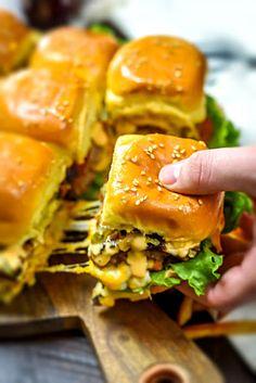 Loaded Juicy Lucy Sheet Pan Sliders Recipe on Yummly. @yummly #recipe Slider Sandwiches, Sliders Burger, Beef Sliders, Party Sandwiches, Juicy Lucy, Cooking Recipes, Healthy Recipes, Easy Recipes, Cooking Tips
