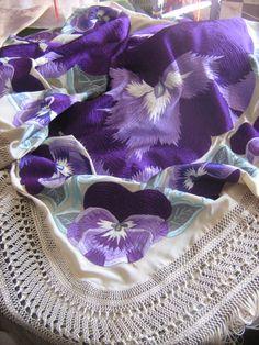 Mantones Catiliana Bordados y flecos Silk Shawl, Textiles, Embroidery, Crochet, Flamenco Dresses, Patchwork Cushion, Bangs, Shawl, Needlepoint