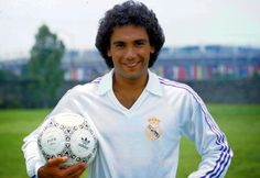 Hugo Sánchez Márquez @ Real Madrid established La Liga de España record with 4 consecutive scoring titles with Real Madrid. He finished his career with 5 scoring titles. Football Icon, Best Football Team, World Football, Real Madrid Club, Real Madrid Soccer, Messi Y Cristiano, Real Madrid Atletico, Fifa, Hugo Sanchez