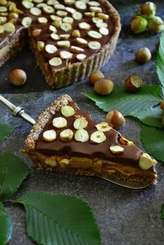 Vegan hazelnut and caramel tart. Vegan Sweets, Healthy Sweets, Healthy Baking, Healthy Cake, Vegan Cake, Eat Happy, Dessert Recipes, Desserts, Sweet Recipes