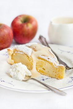 Simple Apple Cake with almonds and vanilla liqueur // Einfacher Apfelkuchen
