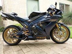 Yamaha R1, I would kill myself if I ever got one ha but so cool!!