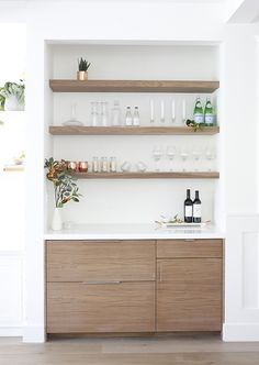 Trendy Home Bar Counter Ideas Interior Design Ideas Built In Bar Cabinet, Home Bar Cabinet, Bar Cabinets For Home, Home Renovation, Bar Sala, Home Bar Counter, Bar In Kitchen, Bistro Kitchen Decor, Bar Shelves