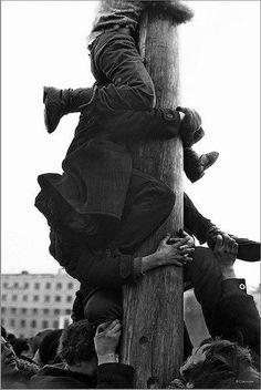 Владимир Соколаев - Штурм ледяного столба с подарками. Масленица на площади Ленина. 10.03.1984