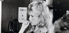 Test: ¿Cuáles son tus manías y qué dicen de ti? Brigitte Bardot, Decir No, Einstein, Blonde Hair, Model, Photography, Fictional Characters, Style, Bb