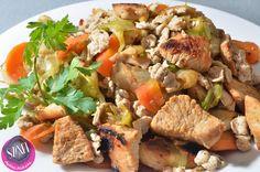 Sült zöldségek csirkemell kockával és mini paleo nudlival (light paleo ebéd recept) ~ Éhezésmentes Karcsúság Szafival Pot Roast, Minion, Food Porn, Pork, Ethnic Recipes, Tej, Cukor, Drink, Diet