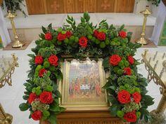 Цветы в православном храме. Church Flower Arrangements, Church Flowers, Fresh Flowers, White Flowers, Funeral, Icon Design, Christianity, Floral Wreath, Wreaths