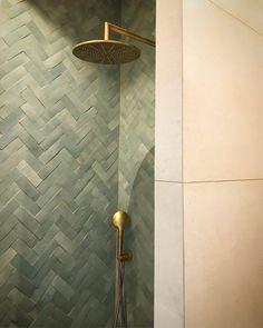 Bathroom Design Inspiration, Bathroom Interior Design, Lavabo Vintage, Mosaic Bathroom, Moroccan Tile Bathroom, Moroccan Tiles, Brick Tiles, Wall Tiles, Laundry In Bathroom