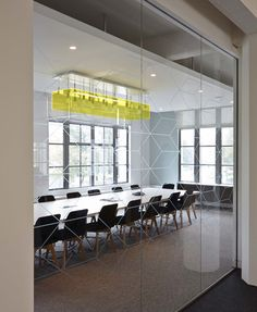 Conference room achter klapdeuren in kantine ASOS Headquarters by MoreySmith - Siège social d'Asos - Inspiration luminaire transparent néon jaune Office Furniture, Office Decor, Home Office, Office Workspace, Office Ideas, Workplace Design, Corporate Design, Corporate Offices, Corporate Interiors
