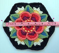 disegno lavorato a maglia e uncinetto: Frida's Flowers - Block Six Crochet Puff Flower, Crochet Flower Patterns, Crochet Blanket Patterns, Crochet Designs, Crochet Flowers, Stitch Patterns, Granny Square Crochet Pattern, Crochet Squares, Crochet Motif