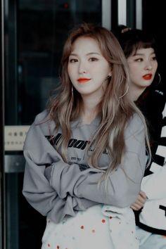 Kpop Girl Groups, Korean Girl Groups, Kpop Girls, Wendy Red Velvet, Red Velvet Irene, K Pop, Red Velvet Photoshoot, Pop Photos, Velvet Color