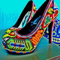 Mexican design - Zapatos decorados por Huicholes | Design | Pinterest