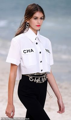 Kaia Gerber and Adwoa Aboah rock the sand covered Chanel run.- Kaia Gerber and Adwoa Aboah rock the sand covered Chanel runway Chic: Looking effortlessly stylish, Kaia donned a boxy white blouse with a sta… - Look Fashion, Trendy Fashion, High Fashion, Fashion Show, Womens Fashion, Classy Fashion, Fashion Black, Trendy Style, Fashion Spring