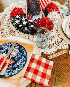 Using All Natural Plates in Your Tablescapes - There are three sizes of these plates which makes them perfect for your next celebration or get together! Natural Plates, Beautiful Desserts, Paper Plates, A Table, Tablescapes, Farmhouse Style, Red And White, Table Decorations, Celebration