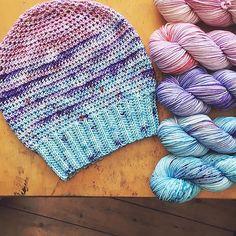 Ravelry: Skipton Hat pattern by Vicki Brown Crochet Beanie, Knitted Hats, Crochet Hats, Beginner Crochet Projects, Crochet Patterns For Beginners, Hand Crochet, Free Crochet, Scarfie Yarn, Caron One Pound Yarn