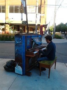 In Montréal, they started putting pianos in the streets for people to sit and play freely - Imgur