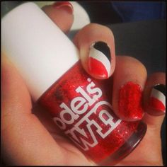 Red, white and black. The Night Circus nails :-)