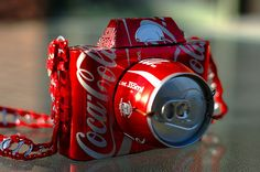 15 Creative Soda Can Crafts Camera from recycled coca cola can. After drinking soda from aluminum cans, you can recycle your soda cans to create interesting projects instead of tossing the empty cans into the garbage or recycling bin. Soda Can Crafts, Soda Can Art, Kids Crafts, Coca Cola Can, Always Coca Cola, Recycled Crafts, Recycled Materials, Recycled Art Projects, Recycled Clothing