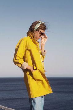 Perfect yellow coat.