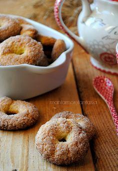 biscuits Milk, perfect for soak Italian Almond Biscuits, Italian Donuts, Italian Cookies, Italian Desserts, Vegan Dessert Recipes, Mini Desserts, Italian Recipes, Baking Recipes, Cookie Recipes