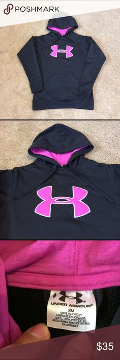 Women's Under Armour Sweatshirt Hoodie Pink Black Women's Under Armour Sweatshirt Hoodie Pink Black size Sm in excellent conditions. Under Armour Sweaters