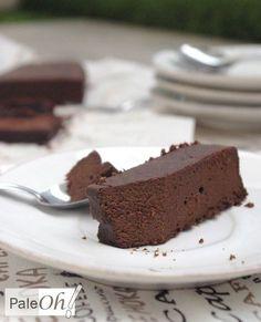 Je ne sais pas si c'est l'arrivée du froid mais moi, ces temps-ci, j'ai besoin d'aliments qui réconfortent et quoi de mieux pour remplir cette mission que notre meilleur ami, j'ai nommé le chocolat. Ce matin, en train de chercher des idées de paléo treats je me suis rappelée qu'une de mes recettes préférées il y a quelques années était ... Breakfast Dessert, Low Carb Breakfast, Healthy Cake, Low Carb Desserts, Coco, Nutella, Tiramisu, Sugar Free, Gluten